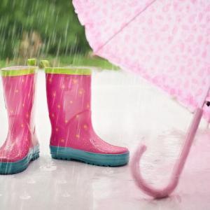 雨の日が続くと玄関先がどうしても汚れやすい、昔ながらのアレで簡単スッキリしましょう