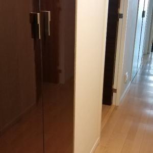 扉の中は【利き手】と【体の向き】で収め直すと時短にも繋がります