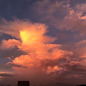 真っ赤な朝の空