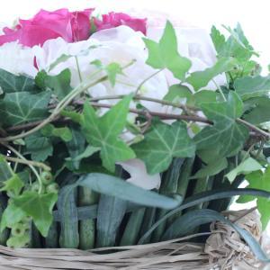 葉や茎を使って花器作り。