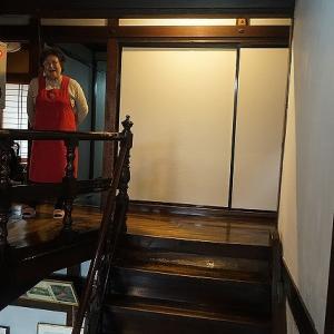 新たな発見も!見所満載の元遊廓旅館「新むつ旅館」の館内を、お母さんに案内してもらった!
