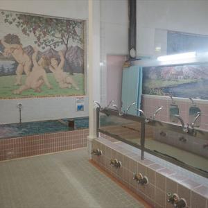 旅館に併設する昭和36年創業の老舗銭湯「みなと湯」