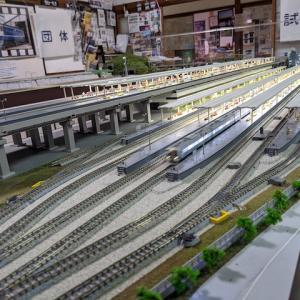 旅館なのに巨大鉄道ジオラマがある「鉄道ゲストハウス 鐵ノ家」へ!