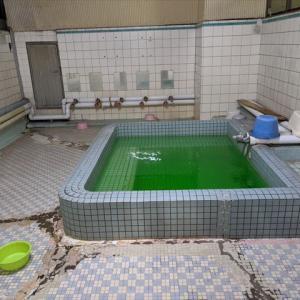 広島の因島には、昭和13年創業でバスクリン全開のレトロ銭湯「寿湯」がある!