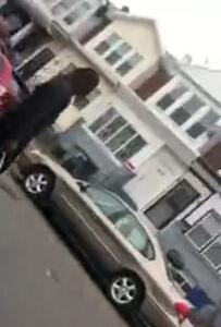 【黒人】警察にナイフ捨てろ!って言われたけど捨てなかったので撃たれました!そしてまた略奪!