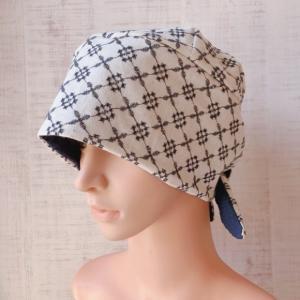おしゃれで可愛いハンドメイド医療用バンダナ帽子 〈刺繍 小花総柄Xブルー 〉