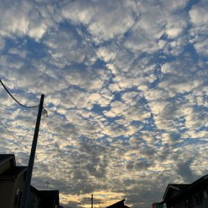 うろこ雲と中秋の名月。