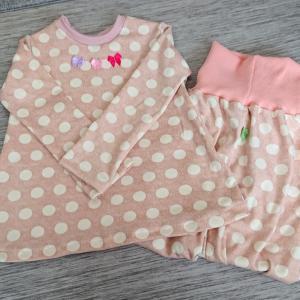 臨月と娘のパジャマたち