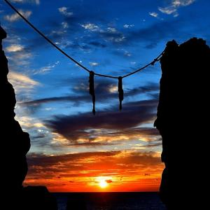夫婦岩から登る太陽