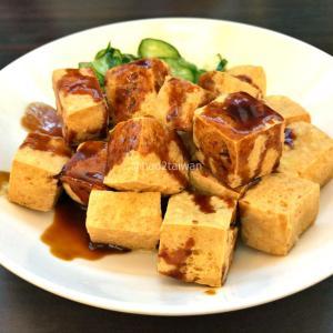 高雄 江豪記臭豆腐の黄金骰子臭豆腐と脆皮臭豆腐を食べてみた