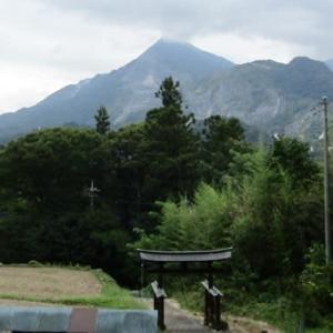カカの武甲山と葛城神社②