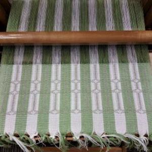 単純な綜絖通し、簡単な織り、でもおしゃれなダールドレル♪