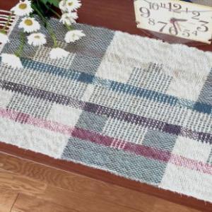よこ糸引き返し織りのテーブルマット