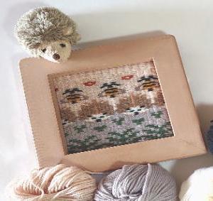 木枠で織るブンデンローゼンゴン『ハリネズミとハチ』