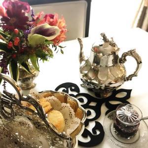 手作りのハロウィンピアスと紅茶の歴史