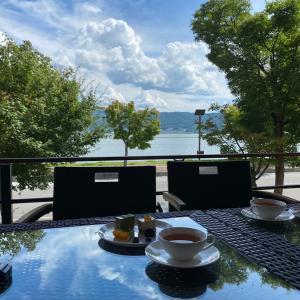 青空のテーブルでお茶。真宗山麓テラスカフェ