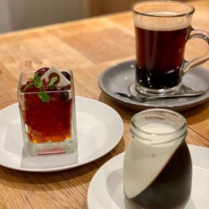 グラススイーツはルイボスティーゼリーと鮮やかなコーヒーゼリー
