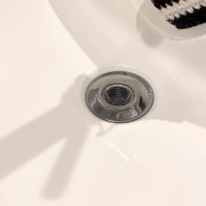 百均ダイソーの雑貨を使って、洗面台掃除をラクにする!