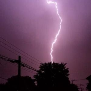 【悲報】雷が落ちて停電!そして家の電気設備が壊れました