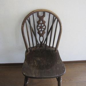 夫、ワクチン二度目で発熱。筋肉痛。古びた椅子をなんとかしたい。