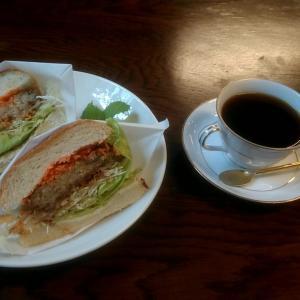 田辺市中辺路町の田舎のカフェでまるパンサンドの豆腐ハンバーグの照り焼きサンド 和歌山県田辺市中辺路町大川 カフェ ボンテ