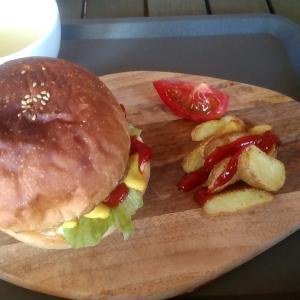 和歌山県印南町唯一のマリンカフェで自家製ハンバーグのマリンQバーガー 和歌山県日高郡印南町印南 MARINE-Q