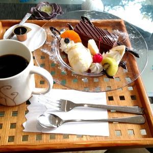 千畳敷近くのカフェのチョコケーキやバニラアイス等のケーキセット 和歌山県白浜町 タントクワント