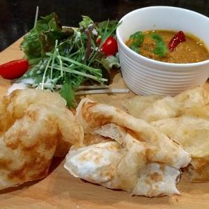インドのパンのパロータで頂くインドカリーと魚介のパエリア 和歌山県田辺市上万呂 かみのマロ
