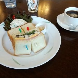 高級感のあるカフェでクラブハウスサンドウィッチとホットコーヒー 神戸市中央区生田町4丁目 フロインドリーブ本店