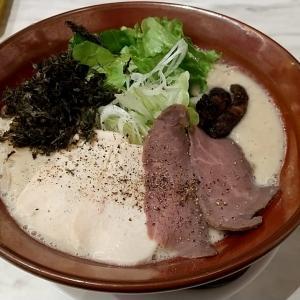 鶏だけを使用したかなり濃厚なスープのこってりラーメン復刻版(中太麺)とスープ・具がのった無料の替え玉 神戸市中央区三宮町1丁目(さんプラザ地下1階) みなとや