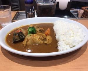 10月13日昼食(マイカリー食堂 季節野菜のごろごろチキンカレー)