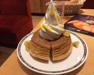 10月14日朝食(珈琲所コメダ珈琲店 おさつノワール ミニサイズ + たっぷりアイス豆乳オーレ)
