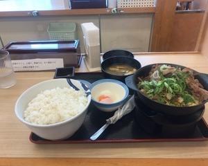 10月15日朝食(松屋 お肉どっさり肉増し牛鍋膳)