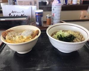 10月21日朝食(ファミリー食堂 山田うどん食堂 真健鶏のチキンかつ丼セット)