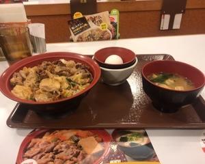 11月8日夕食(すき家 黒毛和牛すき焼き膳)