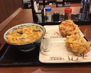 11月9日夕食(丸亀製麺 牡蠣づくし玉子あんかけ + 五色野菜かきあげ + ちくわ紅しょうがかきあげ)