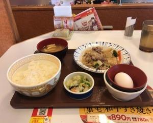 11月9日朝食(すき家 黒毛和牛すき皿定食)