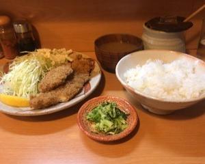 11月10日昼食(とんかつ みやこや ミックスカツ定食 + ロースにんにく焼定食)