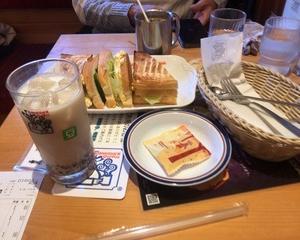11月10日昼食(珈琲所コメダ珈琲店 小豆小町アイス 菫(すみれ) + ミックストースト)