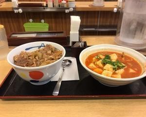 11月15日夕食(松屋 プレミアム牛めし(並)キムチチゲセット)