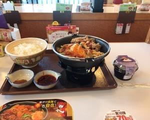 12月12日朝食(すき家 四川風牛すき鍋定食 + ざくざくレアチーズ)