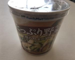 12月14日昼食(ファミリーマート たっぷり野菜みそ汁)