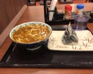 1月17日夕食(丸亀製麺 カレーうどん + 高菜おむすび)