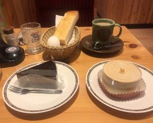 1月22日朝食(珈琲所コメダ珈琲店 黒みつミルクコーヒー(ホット) + ナッティショコラ + ティーズムース)