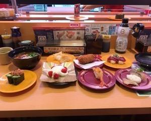 2月17日昼食(スシロー 倍盛り海鮮ユッケ + 赤海老とうにの紹興酒漬けにぎり + 赤貝ひもきゅう軍艦 + 1本釣りとろかつお + 国産天然魚2種盛り(真鯛・かます) + こういか天ぷらにぎり + たらこのクリームコロッケ + コク旨まぐろ醤油ラーメン + 北海道みるくアイスメルパ)