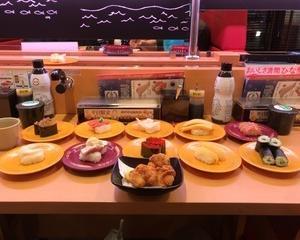 2月20日夕食(スシロー とろかつお炙りマヨポン + つぶ貝 + 白とり貝 + 黒みる貝 + 大赤貝 + 数の子松前漬け + 数の子 + とびこ軍艦 + たまご + きゅうり巻 + 鶏もも肉の唐揚げ)