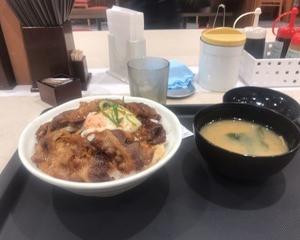 """3月31日夕食(松屋 """"お肉どっさり""""焼き牛めし)"""