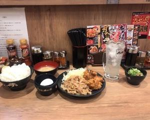 4月6日昼食(伝説のすた丼屋 豪快 唐揚げ合盛りすたみな定食・グレープフルーツサワー)