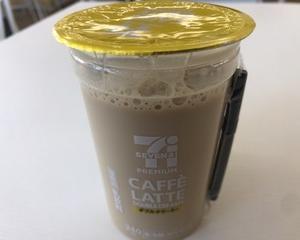4月9日昼食(セブンイレブン カフェラテ ダブルクリーミー 240ml)