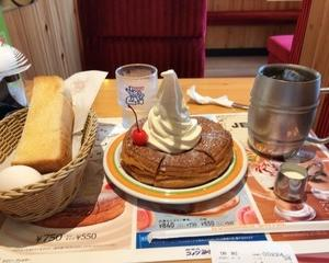 珈琲所コメダ珈琲店 まっしろノワール 通常サイズ・アイスコーヒー たっぷりサイズ